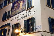 Italie, Bolzano, 8-3-2008..Een oud huis in het centrum van de stad. Bolzano, Bozen, is na de eerste wereldoorlog bij Italië gevoegd en is tweetalig. De bevolking is sterk gericht op Oostenrijk...Foto: Flip Franssen