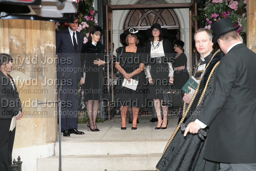 Lucy Ferry,  Robin Birley,  Lady Annabel Goldsmith and India Jane Birley. .Mark Birley funeral. St Paul's , Knightsbridge. London. 19 September 2007. -DO NOT ARCHIVE-© Copyright Photograph by Dafydd Jones. 248 Clapham Rd. London SW9 0PZ. Tel 0207 820 0771. www.dafjones.com.