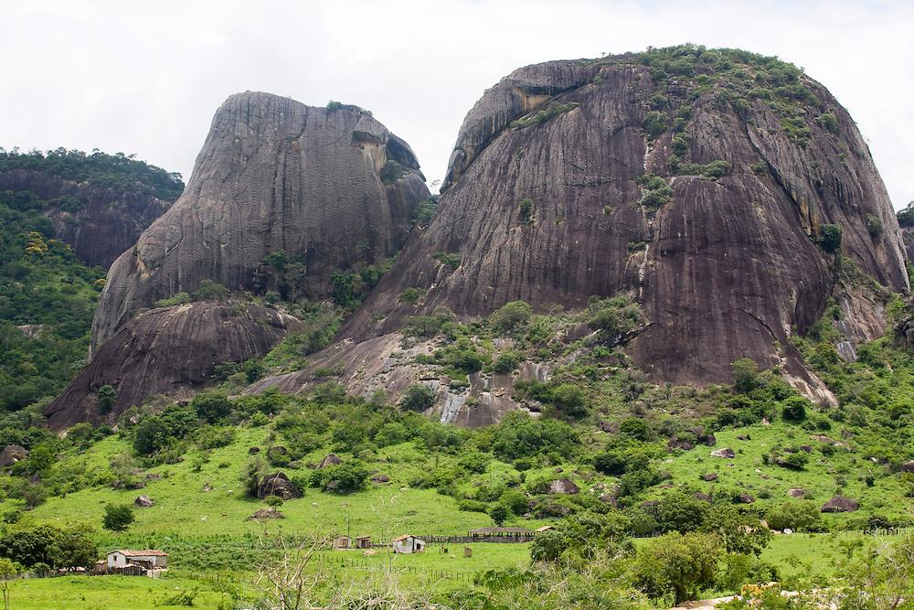 Santo Antonio do Jacinto_MG, Brasil...Montanha rochosa em Santo Antonio do Jacinto, Minas Gerais...The rocky mountain in Santo Antonio do Jacinto, Minas Gerais...Foto: LEO DRUMOND / NITRO.