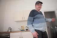 Jürgen´s Neue Whonung Es brauchte keine Viertelstunde<br /> und die Wohnung<br /> von Hinz&Kunzt-Mitarbeiter<br /> Jürgen Jobsen war komplett<br /> ausgebrannt. Doch es gibt<br /> ein Happy End.