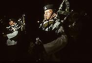 Hong Kong. Gurkhas regiment the last guest night     / Guest Night -  . Dernier dîner rassemblant les officiers des bataillons , dans le mess des officiers de la base Galipoli lines qui va être fermée avant la fin de l'année.  / les musiciens de l'orchestre de cornemuse seront renvoyés au Népal pour une retraite anticipée.  / R00057/102    L940324a  /  P0000282