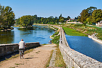 France, Region Centre-Val de Loire, Loiret (45), Orléans, la Loire à Velo // France, Loiret, Orleans, biking on the Loire