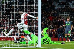 Danny Welbeck of Arsenal has a shot saved by Renan Ribeiro of Sporting Lisbon - Mandatory by-line: Robbie Stephenson/JMP - 08/11/2018 - FOOTBALL - Emirates Stadium - London, England - Arsenal v Sporting Lisbon - UEFA Europa League