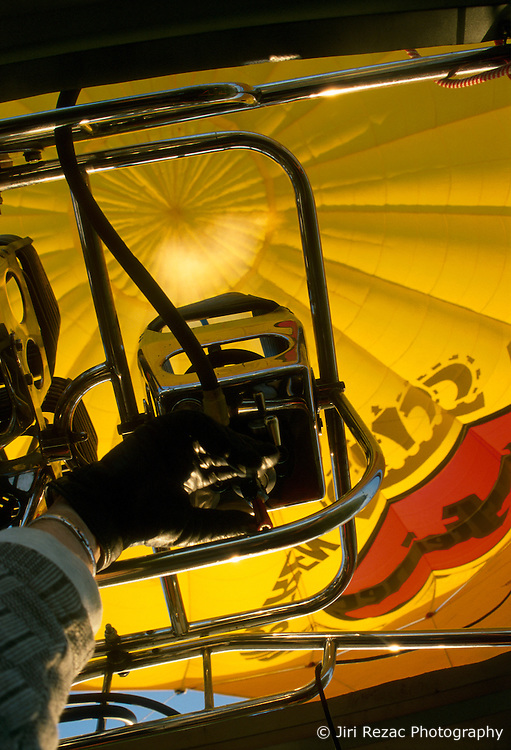 GERMANY SCHLESWIG-HOLSTEIN KIEL 9JUN02 - The pilot's hand opens the gas valve, causing a 5-m high flame to gush into the balloon's hull before take-off...jre/Photo by Jiri Rezac..© Jiri Rezac 2002..Contact: +44 (0) 7050 110 417..Mobile:  +44 (0) 7801 337 683.Office:  +44 (0) 20 8968 9635..Email:   jiri@jirirezac.com.Web:     www.jirirezac.com