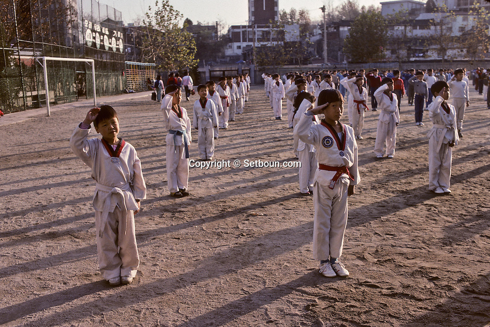 = School for exceptionally gifted students of taekwando. Those young children are preparing the Taekwando demonstration ///. ecole pour les surdoues du Taekwando, ces jeunes enfants preparent les demonstrations de taekwando  +
