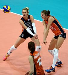 03-10-2015 NED: Volleyball European Championship Semi Final Nederland - Turkije, Rotterdam<br /> Nederland verslaat Turkije in de halve finale met ruime cijfers 3-0 / Debby Pilon-Stam #16, Anne Buijs #11
