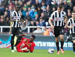 27.04.2013, St. James Park, Newcastle, ENG, Premier League, Newcastle United vs FC Liverpool, 35. Runde, im Bild Liverpool's Daniel Sturridge is kicked by Newcastle United's Cheick Tiote during the English Premier League 35th round match between Newcastle United and Liverpool FC at the St. James Park, Newcastle, Great Britain on 2013/04/27. EXPA Pictures © 2013, PhotoCredit: EXPA/ Propagandaphoto/ David Rawcliffe..***** ATTENTION - OUT OF ENG, GBR, UK *****
