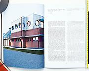 Il volume rappresenta l'Istituto Zooprofilattico Sperimentale di Lodi disegnato e progettato dall'architetto Luca Moretto. Edizioni Aión.