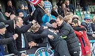 Christoffer Petersen, cheftræner Morten Eskesen og Daniel Norouzi (FC Helsingør) tiljubles af fans efter kampen i 2. Division mellem Boldklubben Avarta og FC Helsingør den 10. november 2019 i Espelunden (Foto: Claus Birch).