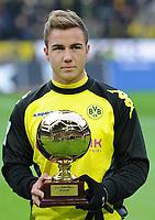 """Fotball<br /> Tyskland<br /> 11.12.2011<br /> Foto: Witters/Digitalsport<br /> NORWAY ONLY<br /> <br /> Auszeichnung """"Golden Boy"""", Mario Götze (Dortmund)<br /> Bundesliga, Borussia Dortmund - 1. FC Kaiserslautern"""