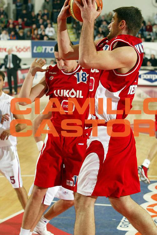 DESCRIZIONE : Roma Uleb Cup 2005-06 Lottomatica Virtus Roma Stella Rossa Belgrado<br /> GIOCATORE : Vitkovac Radivojevic<br /> SQUADRA : Stella Rossa Belgrado<br /> EVENTO : Uleb Cup 2005-2006<br /> GARA : Lottomatica Virtus Roma Stella Rossa Belgrado<br /> DATA : 10/01/2006<br /> CATEGORIA : Rimbalzo<br /> SPORT : Pallacanestro<br /> AUTORE : Agenzia Ciamillo&amp;Castoria/G.Ciamillo