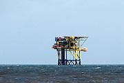 Nederland, Ameland, 21-8-2015Boorplatform AME2 van de NAM. Er zijn 3 boorlocaties waarvan 2 productieplatforms, Ameland- Westgat, Ameland-Oost en Noordveld . NAM plaatste dit platform op deze plek om de westelijk gelegen delen van het aardgasveld te bereiken. Dit platform staat in verbinding met drie productieputten waarmee NAM aardgas wint.Foto: Flip Franssen/Hollandse Hoogte