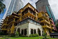 Edificio Sousa, en el barrio Bellavista en  ciudad de Panama, es representativa de la arquitectura conocida como Neo Colonial y que ahora se encuentra en el medio de modernas costrucciones de edificios..Foto: Ramon Lepage / Istmophoto