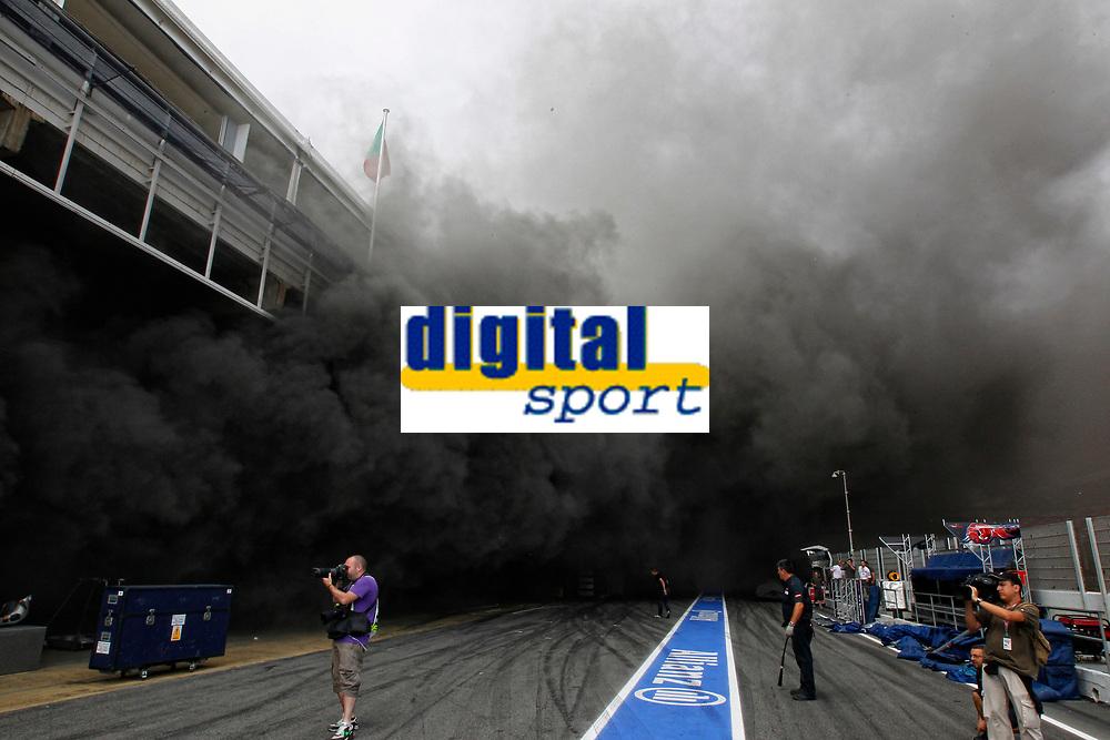 MOTORSPORT - F1 2012 - SPAIN GRAND PRIX / GRAND PRIX D'ESPAGNE - BARCELONA (ESP) - 11 TO 13/05/2012 - PHOTO : FRANÇOIS FLAMAND / DPPI - <br /> WILLIAMS AT&T - AMBIANCE FIRE ACCIDENT