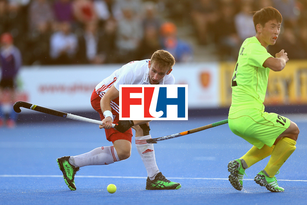 LONDON, ENGLAND - JUNE 15: David Goodfield of England makes a pass during the Hero Hockey World League Semi Final match between England and China at Lee Valley Hockey and Tennis Centre on June 15, 2017 in London, England.  (Photo by Alex Morton/Getty Images)