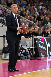 28.03.2016, Telekom Dome, Bonn, GER, Beko Basketball BL, Telekom Baskets Bonn vs FC Bayern Muenchen, 23. Runde, im Bild Trainer Svetislav Pesic (FC Bayern Muenchen) // during the Beko Basketball Bundes league 23th round match between Telekom Baskets Bonn and FC Bayern Munich at the Telekom Dome in Bonn, Germany on 2016/03/28. EXPA Pictures © 2016, PhotoCredit: EXPA/ Eibner-Pressefoto/ Schüler<br /> <br /> *****ATTENTION - OUT of GER*****