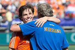 THE HAGUE - Rabobank Hockey World Cup 2014 - 13-06-2014 - MEN - SEMI-FINAL THE NETHERLANDS - ENGLAND 1-0 - Wouter JOLIE en Maarten van HEESWIJK Team Manager.<br /> Copyright: Willem Vernes