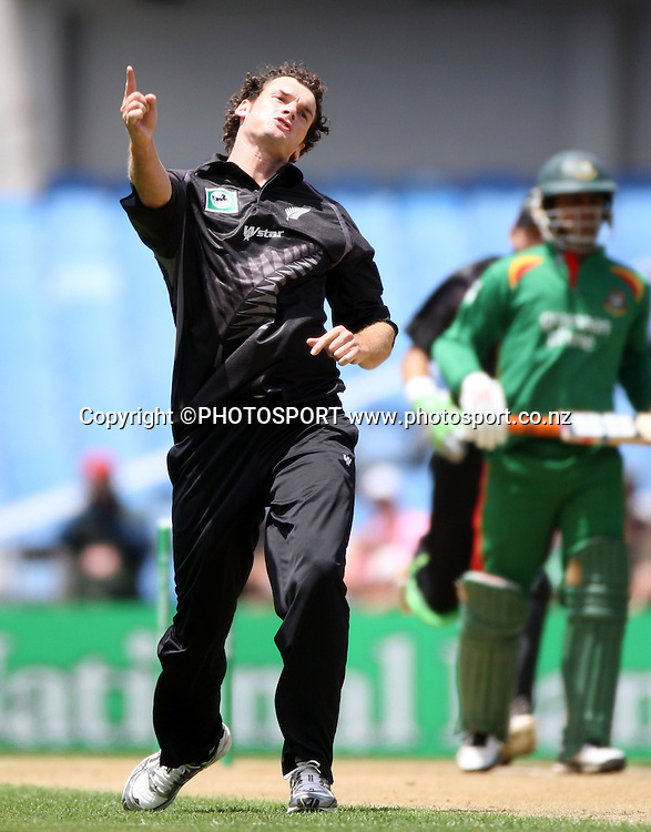 Kyle Mills celebrates the wicket of Junaid Siddique. New Zealand v Bangladesh, Ist ODI, Eden Park, Auckland, New Zealand. Boxing Day, Wednesday 26 December 2007. Bangadesh were dismissed for 201 in the 47th over. Photo: Andrew Cornaga/PHOTOSPORT