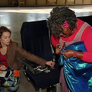 NLD/Amsterdam/20051208 - BN´ers beschilderen Martinair vliegtuigstoelen, actie Pimp my Chair voor de veiling SOS Kinderdorpen, Gerda Havertong