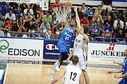 DESCRIZIONE : Trento Torneo Internazionale Maschile Trentino Cup Italia Nuova Zelanda  Italy New Zeland<br /> GIOCATORE : Stefano Belinelli<br /> SQUADRA : Italia Italy<br /> EVENTO : Raduno Collegiale Nazionale Maschile <br /> GARA : Italia Nuova Zelanda Italy New Zeland<br /> DATA : 26/07/2009 <br /> CATEGORIA : schiacciata<br /> SPORT : Pallacanestro <br /> AUTORE : Agenzia Ciamillo-Castoria/G.Ciamillo<br /> Galleria : Fip Nazionali 2009 <br /> Fotonotizia : Trento Torneo Internazionale Maschile Trentino Cup Italia Nuova Zelanda Italy New Zeland<br /> Predefinita : si