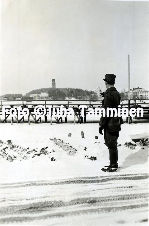 HJK:n &amp; maajoukkueen pelaaja Armas Pyyn albumi. <br /> Talvisodassa. Kuva vuodelta 1939.