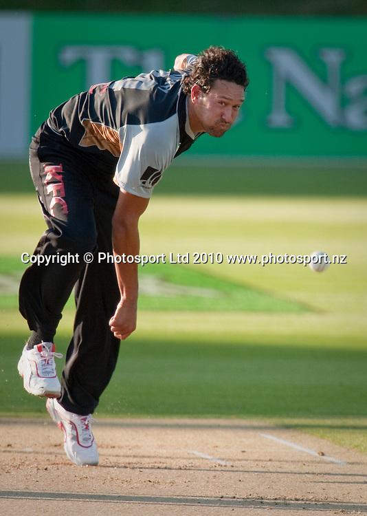 Daryl Tuffey bowls during the National Bank Twenty20 Series cricket match between Bangladesh and New Zealand Blackcaps won by 10 wickets by the Blackcaps at Seddon Park, Hamilton, New Zealand, Wednesday 03 February 2010. Photo: Stephen Barker/PHOTOSPORT