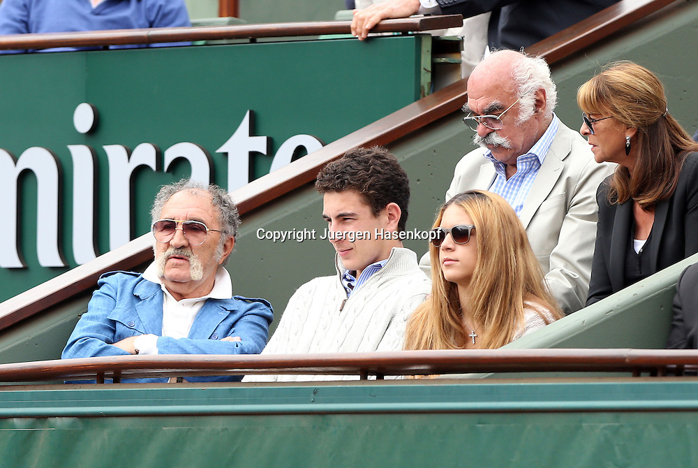 French Open 2014, Roland Garros,Paris,ITF Grand Slam Tennis Tournament,<br /> Tennis Impresario Ion Tiriac (ROU) sitzt mit Gaeste in seiner Loge am Centre Court, Einzelbild,Halbkoerper, Querformat,