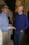 Gerald Scarfe and Allen Jones. Gerald Scarfe Book launch and exhibition. Fine art Society. New Bond St. London. 3 November 2005. . ONE TIME USE ONLY - DO NOT ARCHIVE © Copyright Photograph by Dafydd Jones 66 Stockwell Park Rd. London SW9 0DA Tel 020 7733 0108 www.dafjones.com