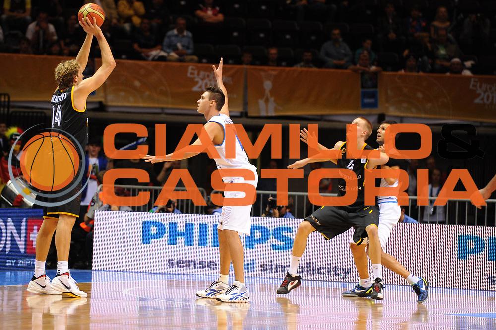 DESCRIZIONE : Siauliai Lithuania Lituania Eurobasket Men 2011 Preliminary Round Italia Germania Italy Germany<br /> GIOCATORE : Dirk Nowitzki<br /> SQUADRA : Germania Germany<br /> EVENTO : Eurobasket Men 2011<br /> GARA : Italia Germania Italy Germany<br /> DATA : 01/09/2011 <br /> CATEGORIA : passaggio<br /> SPORT : Pallacanestro <br /> AUTORE : Agenzia Ciamillo-Castoria/GiulioCiamillo<br /> Galleria : Eurobasket Men 2011 <br /> Fotonotizia : Siauliai Lithuania Lituania Eurobasket Men 2011 Preliminary Round Italia Germania Italy Germany<br /> Predefinita :