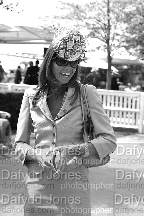 Countess Debbie von Bismarck. Glorious Goodwood. 31 July 2007.  -DO NOT ARCHIVE-© Copyright Photograph by Dafydd Jones. 248 Clapham Rd. London SW9 0PZ. Tel 0207 820 0771. www.dafjones.com.