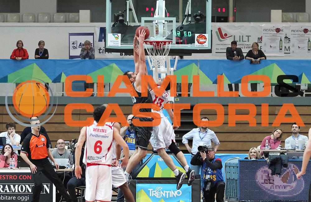 DESCRIZIONE : Trento Final Four Eurobet 2013 Finale Bitumcalor Trento Giorgio Tesi Group Pistoia <br /> GIOCATORE : Luca Garri<br /> CATEGORIA : sequenza schiacciata controcampo<br /> SQUADRA : Giorgio Tesi Group Pistoia<br /> EVENTO : Trento Final Four Eurobet 2013<br /> GARA : Bitumcalor Trento Giorgio Tesi Group Pistoia <br /> DATA : 10/03/2013<br /> SPORT : Pallacanestro<br /> AUTORE : Agenzia Ciamillo-Castoria/N. Dalla Mura<br /> Galleria : Legadue Trento Final Four Eurobet 2013<br /> Fotonotizia : Trento Final Four Eurobet 2013 Finale Bitumcalor Trento Giorgio Tesi Group Pistoia