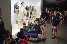 Auckland-Queues await opening of New Zealand's first Top Shop clothing store