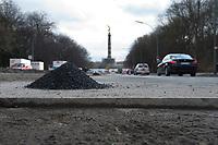 05 MAR 2010, BERLIN/GERMANY:<br /> Strassenschaeden kurz vor der Ausbesserung - Kante ist bereits gerade ausgeschnitten, Splitt liegt bereit - auf der Altonaer Strasse, im Hintergrund die Siegessaeule<br /> IMAGE: 20100305-01-043<br /> KEYWORDS: Strassenschäden, Straßenschäden, Frostschäden, Frostschäden, Loch, Loecher, Löcher, Schlagloch, Schlagloecher, Schlaglöcher, Fahrbahn, Straße, Tiefbau