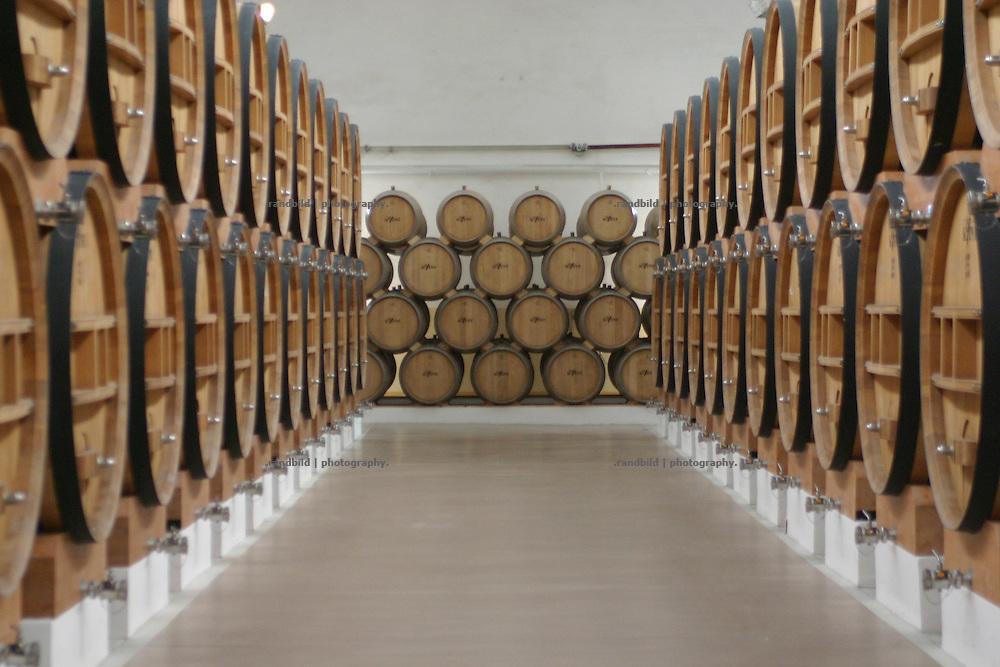 Lagerhallen mit Cognac-Fässern in der Cognac Fabrik Kvint in Tiraspol/Transnistrien. / Cognac Barrels in the Warehouse of the brand Kvint cognac fabrication in Tiraspol/Transnistria.