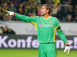 04.08.2010, Signal Iduna Park, Dortmund, GER, Freundschaftsspiel, Borrussia Dortmund vs Manchester City, im Bild: Torwart Roman Weidenfeller (Dortmund GER #1) zeigt nach links, gibt Anweisungen,  EXPA Pictures © 2010, PhotoCredit: EXPA/ nph/  Scholz+++++ ATTENTION - OUT OF GER +++++ / SPORTIDA PHOTO AGENCY