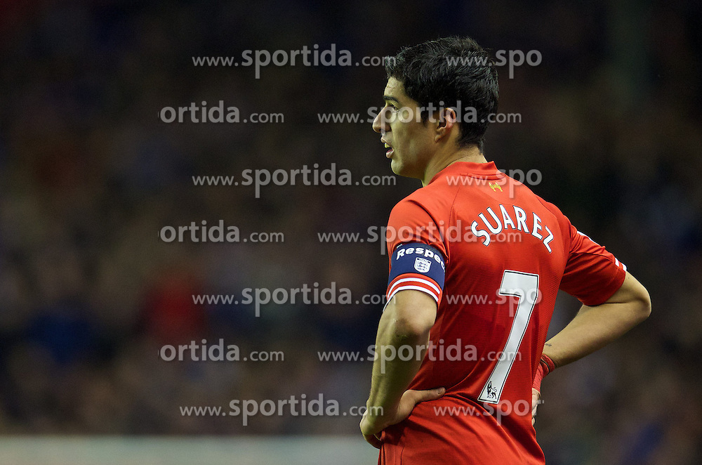 05.01.2014, Anfield, Liverpool, ENG, FA Cup, FC Liverpool vs FC Oldham Athletic, 3. Runde, im Bild Liverpool's Luis Suarez, wearing an England Respect armband, action against Oldham Athletic // during the English FA Cup 3rd round match between Liverpool FC and Oldham Athletic FC at the Anfield in Liverpool, Great Britain on 2014/01/05. EXPA Pictures &copy; 2014, PhotoCredit: EXPA/ Propagandaphoto/ David Rawcliffe<br /> <br /> *****ATTENTION - OUT of ENG, GBR*****