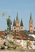 Fürstbischöfliche Residenz Würzburg, Frankonia-Brunnen, UNESCO-Welterbestätte, Franken, Bayern, Deutschland.. | ..Residenz Würzburg, palace, Frankonia fountain, Bavaria, Germany