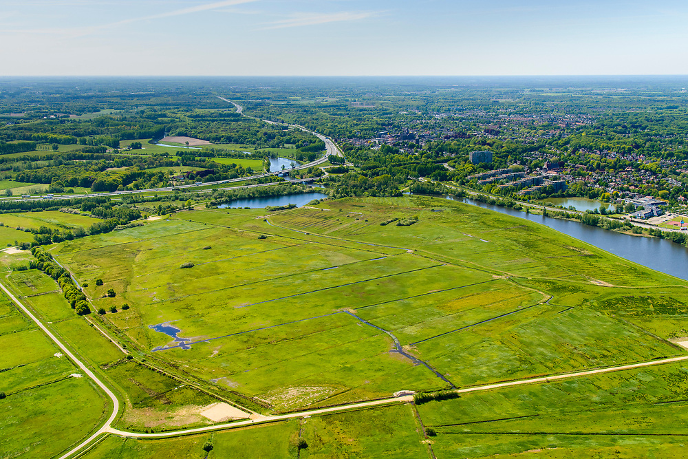 Nederland, Noord-Brabant, Den Bosch, 13-05-2019; Bossche Broek, natuurgebied ten zuiden van de stad in het dal van de Dommel. Foto in zuidelijk richting, richting Vught.<br /> Bossche Broek, nature reserve south of the city in the Dommel valley.<br /> <br /> luchtfoto (toeslag op standard tarieven);<br /> aerial photo (additional fee required);<br /> copyright foto/photo Siebe Swart
