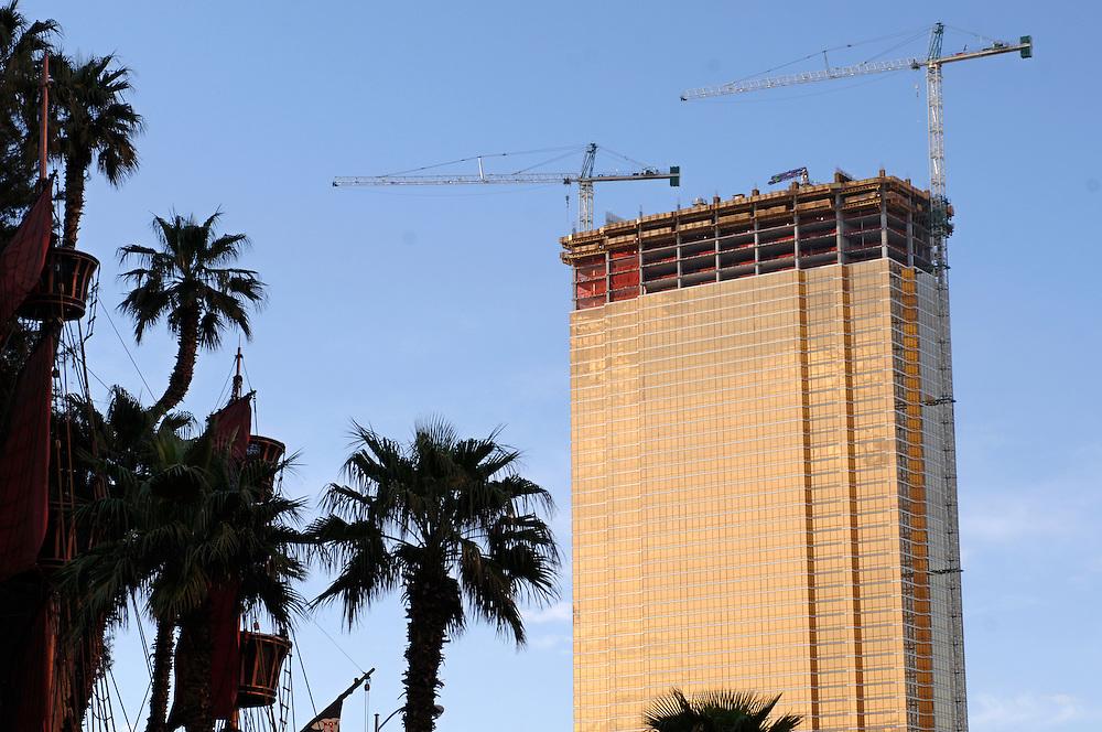 USA Nevada Las Vegas Grossbaustelle neue Casinos und Hotels Las Vegas Boulevard  The Strip Nachtleben shopping Touristen Tourismus (Farbtechnik sRGB 34.74 MByte vorhanden) Geography / Travel .