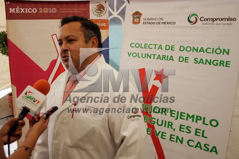 Toluca, México.- Eustaquio Martínez, responsable del programa de donación del ISEM durante la campaña de donación voluntaria de sangre del ISEM; el Estado de México en los últimos tres años ha logrado aumentar el porcentaje de captación de sangre de donadores voluntarios. Agencia MVT / Arturo Hernández S.