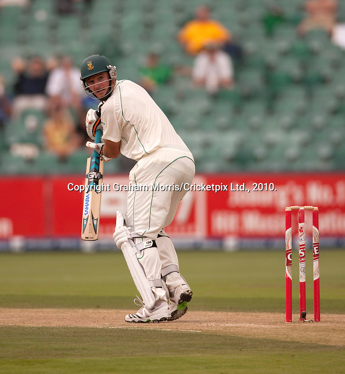Graeme Smith out to Ryan Sidebottom during the fourth and final Test Match between South Africa and England at the Wanderers Stadium, Johannesburg. Photograph © Graham Morris/cricketpix.com (Tel: +44 (0)20 8969 4192; Email: sales@cricketpix.com)