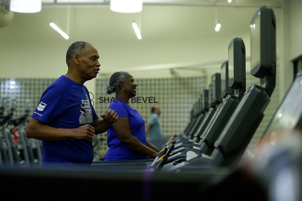 11/8/17 7:37:22 PM --  Charles and Shonda at Healthzone at SFHS. <br /> <br /> Photo by Shane Bevel
