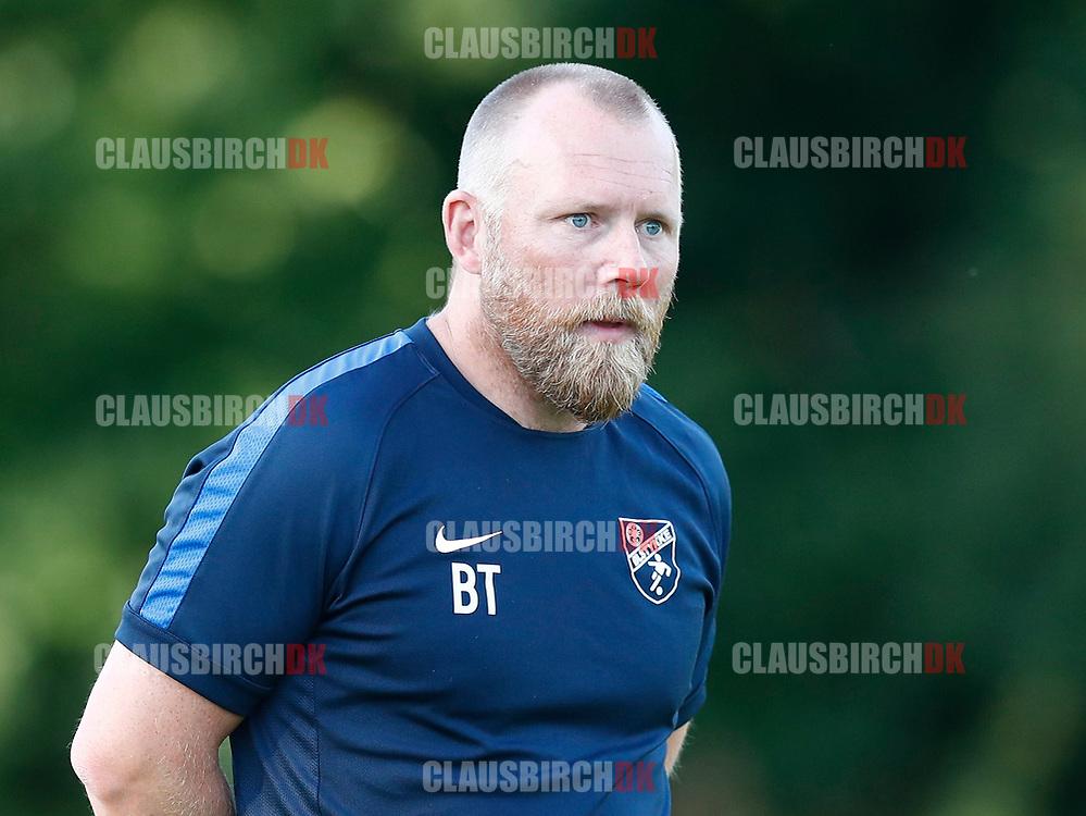 FODBOLD: Cheftræner Brian Trolle (Ølstykke FC) under træningskampen mellem Ølstykke FC og BSF den 10. august 2017 på Ølstykke Idrætsanlæg. Foto: Claus Birch