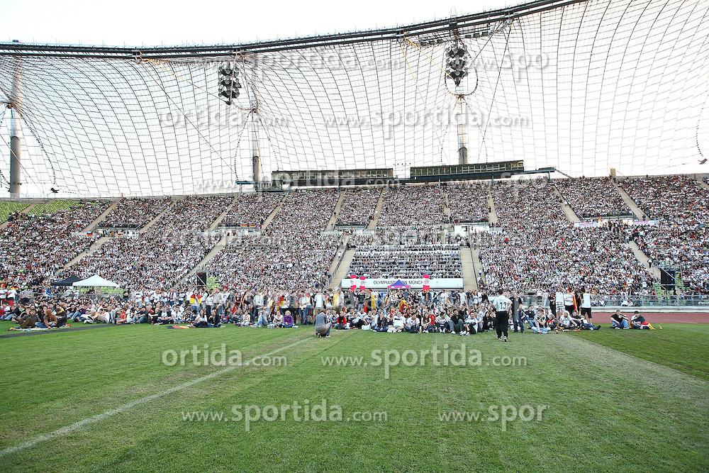 23.06.2010, Olympiapark, Muenchen, GER, FIFA Worldcup, Puplic Viewing Ghana vs Deutschland  im Bild Fans , EXPA Pictures © 2010, PhotoCredit: EXPA/ nph/  Straubmeier / SPORTIDA PHOTO AGENCY