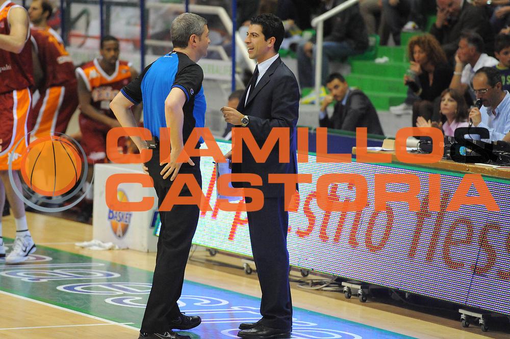 DESCRIZIONE : Siena Lega A 2010-11 Montepaschi Siena Lottomatica Virtus Roma<br /> GIOCATORE : Antimo Matino Luigi Lamonica<br /> SQUADRA : Lottomatica Virtus Roma<br /> EVENTO : Campionato Lega A 2010-2011<br /> GARA : Montepaschi Siena Lottomatica Virtus Roma<br /> DATA : 15/05/2011<br /> CATEGORIA : coach referee<br /> SPORT : Pallacanestro<br /> AUTORE : Agenzia Ciamillo-Castoria/GiulioCiamillo<br /> Galleria : Lega Basket A 2010-2011<br /> Fotonotizia : Siena Lega A 2010-11 Montepaschi Siena Lottomatica Virtus Roma<br /> Predefinita :