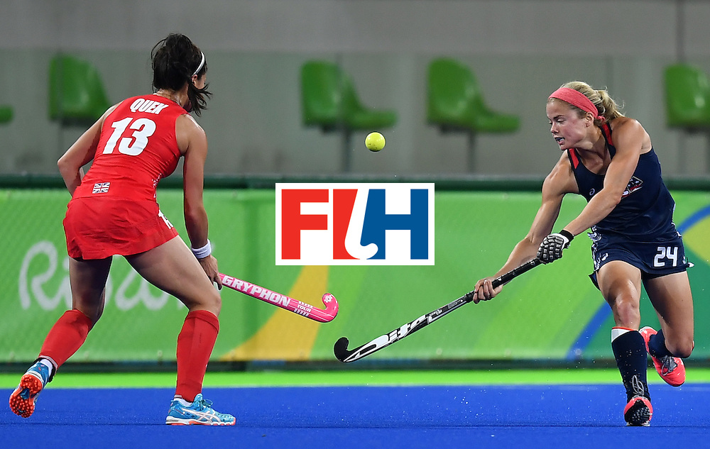 Britain's Sam Quek (L) and USA's Kathleen Sharkey vie during the women's field hockey Britain vs the USA match of the Rio 2016 Olympics Games at the Olympic Hockey Centre in Rio de Janeiro on August, 13 2016. / AFP / MANAN VATSYAYANA        (Photo credit should read MANAN VATSYAYANA/AFP/Getty Images)