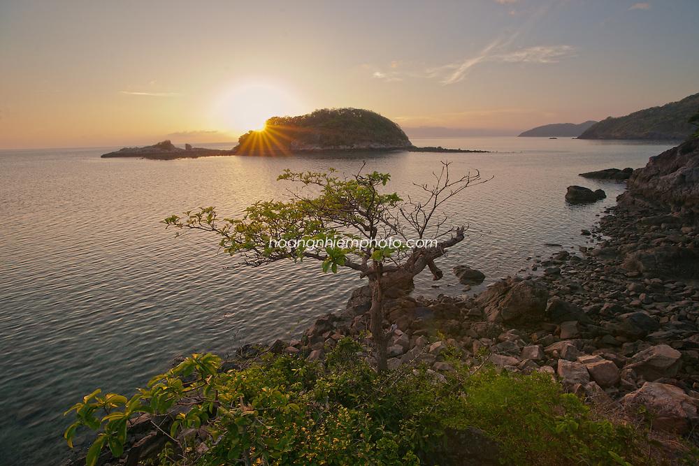 Vietnam Images-seascape-sunrise-sunset-Con Dao island hoàng thế nhiệm