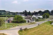 Nederland, Nijmegen, 14-6-2004Gezicht op de waalbrug vanaf Lent. Dit gebied zal in de toekomst een eiland worden vanwege de aanleg van een extra watergeul in de Waal om bij extreem hoogwater meer waterafvoer in de Waal te hebben om dijkdoorbraak te voorkomen. FOTO: FLIP FRANSSEN/ HOLLANDSE HOOGTE