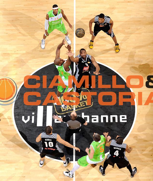 DESCRIZIONE : Ligue France Pro A Semaine des As Finale Villeurbanne Orleans <br /> GIOCATORE : Traore Ali Coville Ryvon<br /> SQUADRA : Villeurbanne<br /> EVENTO : France Ligue  Pro A 2009-2010<br /> GARA : Villeurbanne Orleans<br /> DATA : 21 /02/2010<br /> CATEGORIA : Basketball Pro A Action<br /> SPORT : Basketball<br /> AUTORE : JF Molliere par Agenzia Ciamillo-Castoria <br /> Galleria : France Ligue Pro A 2009-2010 <br /> Fotonotizia :  Ligue France Pro A 2009-10 Villeurbanne Orleans Finale Semaine des AS Villeurbanne 18/02/2010<br /> Predefinita :