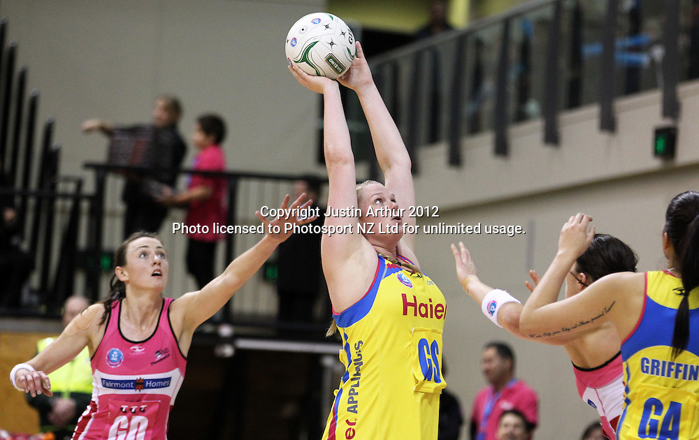 Pulse's Caitlin Thwaites in action during the ANZ Netball Championship, Haier Pulse v Adelaide Thunderbirds at TSB Bank Arena, Wellington, New Zealand on Monday 21 May 2012. Photo: Justin Arthur / photosport.co.nz
